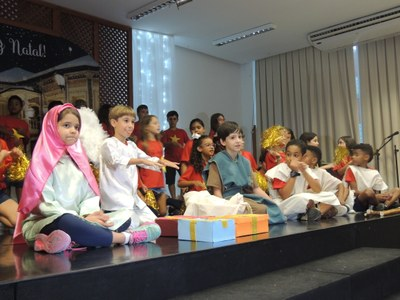 Alunos do Colégio se apresentam em celebração ao Natal