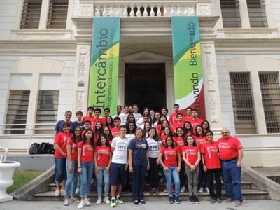 Colégio recebe intercambistas do Peru