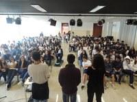 Romeu e Julieta ganha vida na interpretação dos alunos